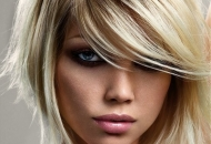 short-angled-blonde-bob-side-fringe