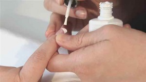 how-to-do-a-white-french-manicure.WidePlayer