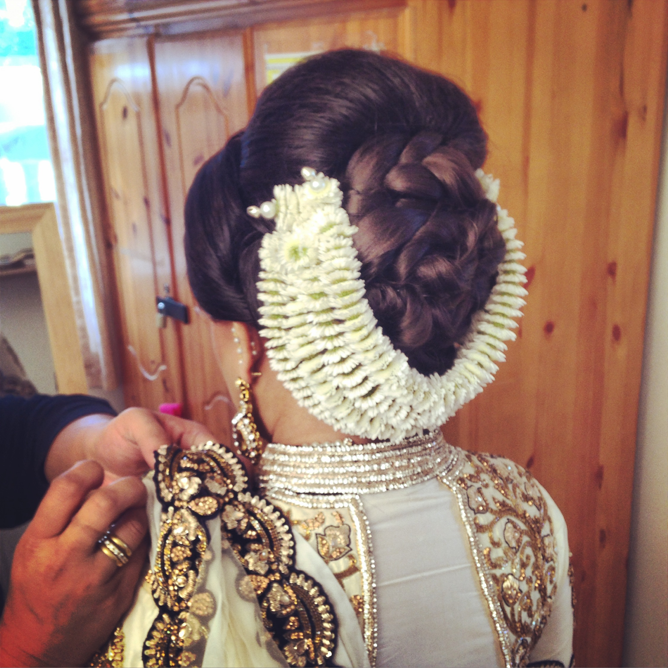 asian bridal hairstyle - www.shumailas
